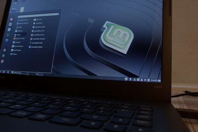 Linux Mint Cinnamon Desktop [photo: Henrik Hemrin]